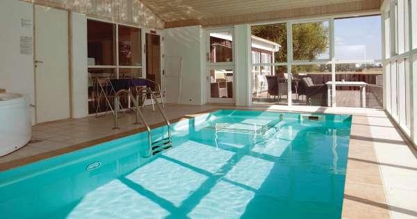 Lej sommerhus med adgang til pool fra 1660 DKK per uge